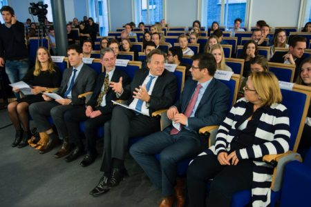 Minister Koenders visits Leiden University - speech by one of our students